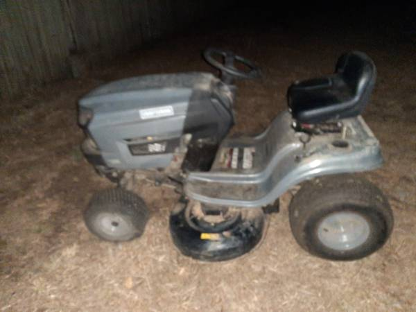 Photo 2015 Craftsman lawn tractor riding lawn mower T1000 - $600 (Carlotta)