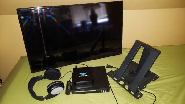 Photo 28quot Vizio Smart TV, DVD player, Wireless Headphones - $30 (Arcata)