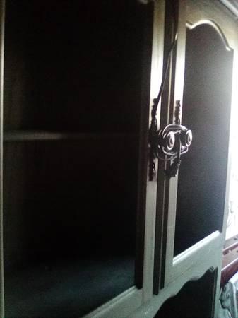 Photo Antique Hutch, dresser, mirror, blanket chest - $1 (Eureka)