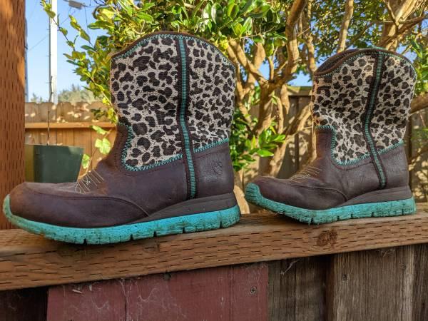 Photo Ariat boots size 7 - $35 (McKinleyville)