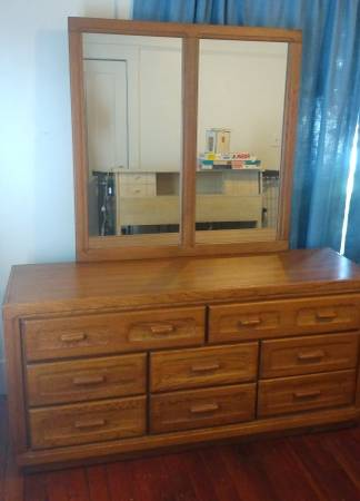 Photo Beautiful Oak Dresser With 8 Drawers  Gorgeous Oak Framed Mirror - $185 (Eureka)