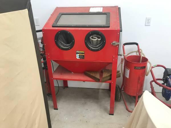 Photo Blast cabinet  gravity feed blaster - $300 (Fortuna)