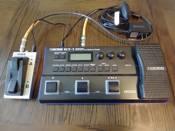 Photo Boss GT-1 wfootswitch, cable  power source - $240 (Eureka)