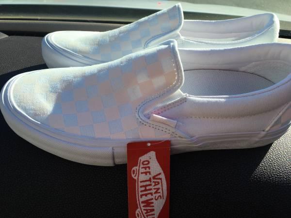 Photo Brand new pair of vans pro white checker size 8 - $40 (Arcata)