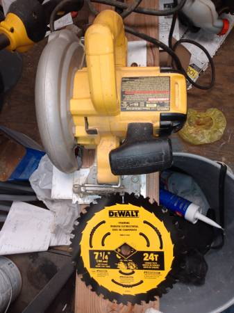 Photo Dewalt corded 7-14quot circular saw  one new 24t blade - $80 (Eureka)