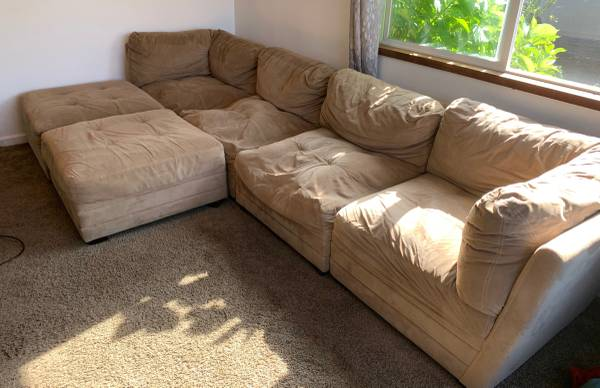 Photo Great sectional couch, HUGE - $450 (Mck)