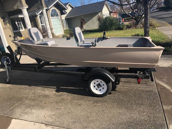 Photo Gregor 12 aluminum fishing boat - $1,800 (Central Point)