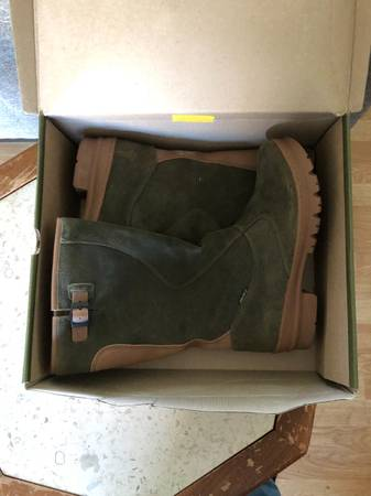 Photo Keen Water Proof Womens Boots Size 10 - $70 (Fortuna)
