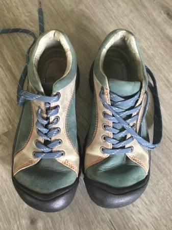 Photo Keen womens shoes - $30 (Ferndale)