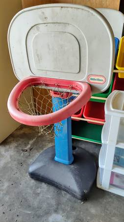 Photo Little Tikes basketball hoop - $5 (Cutten)