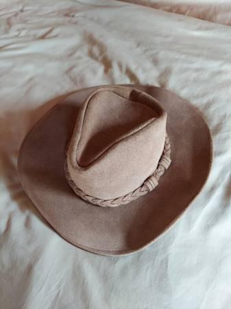 Photo Minnetonka leather Outback Hat - $20 (arcata, ca)