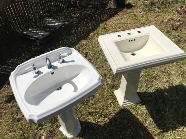 Photo Pedestal Sink American Standard - $100 (Blue Lake)