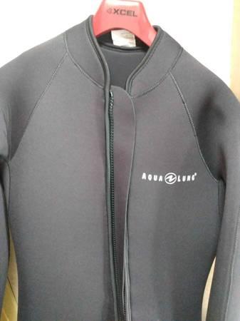 Photo Selling aqua lung farmer john men39s wet suit size large - $175 (Trinidad)