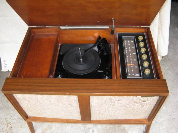 Photo Vintage Stereo Console w Tubes - $99 (McKinleyville)