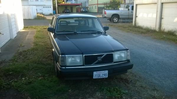 Photo Volvo 240 Large Parts Collection - $50 (Eureka)