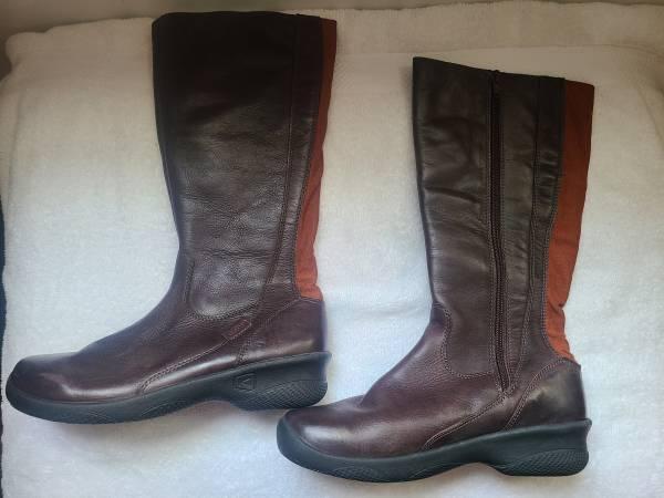 Photo Womens Keen boots - $65 (McKinleyville)
