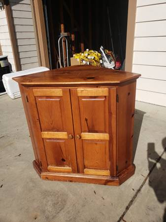 Photo Wood oak Corner cabinet, entertainment stand - $75 (Fortuna)