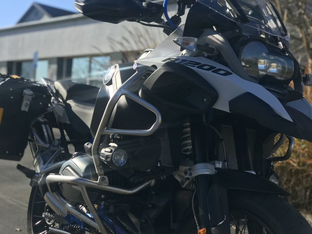 Photo 2018 BMW R 1200 GS Adventure Light White  Cordoba Blue Premium $19995