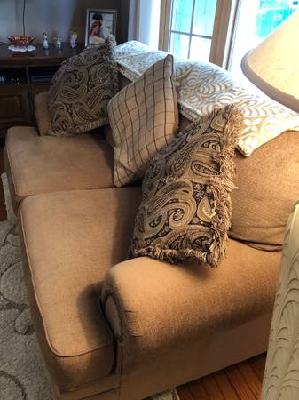 Photo 3 couches  3 Tables - $600 (South Point)