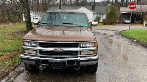 Photo 94 Chevy K2500 4by4 Turbo Diesel - $6,000 (Huntington, WV)