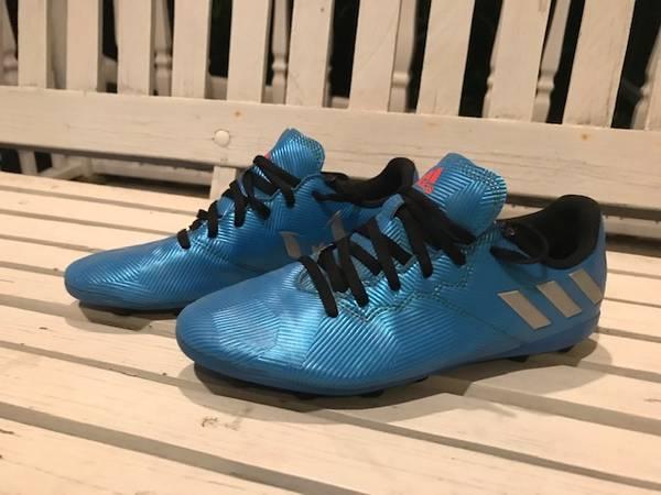 Photo ADIDAS MESI Boys Soccer Shoes Size 5-12 - $5 (Wheelersburg, OH)