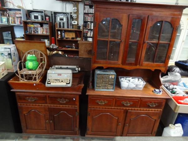Photo CHERRY OLDER CHINA HUTCH BUFFET  SERVER TABLE CABINET - $125 (South Point)