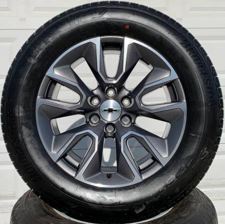 Photo CHEVY GMC Factory 20 inch Wheels with Bridgestone Tires - $1,550 (Owingsville)