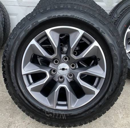 Photo CHEVY GMC Factory 20 inch Wheels with Goodyear AT - $1,675 (Owingsville)