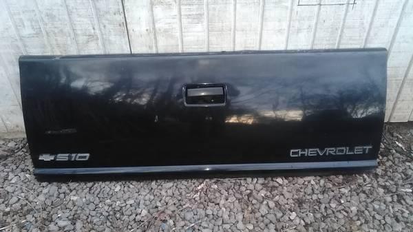 Photo Chevy S-10 Truck Tailgate 94-03 - $50 (Kenova W V)