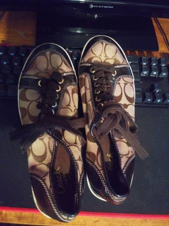 Photo Coach low top womens shoes 8.5 - $35 (Huntington)