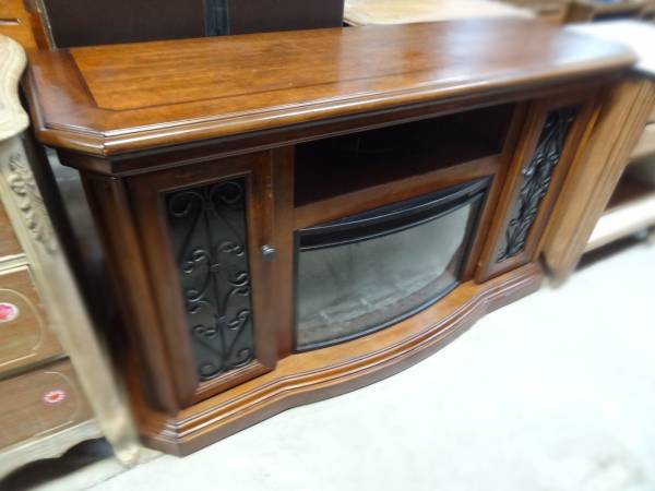 Photo HIGH QUALITY ELECTRIC FIREPLACE MANTLE GREAT LOOK $$$$$$ - $200 (SOUTH POINT, OHIO)