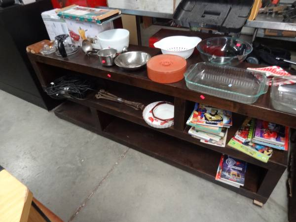 Photo LONG SHELF STYLE SOLID WOOD TV STAND GREAT LOOK - $75 (SOUTH POINT, OHIO)