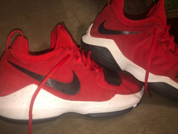 Photo Make an offer . Mens Red , Black and White Nike - $60 (Saint Albans)
