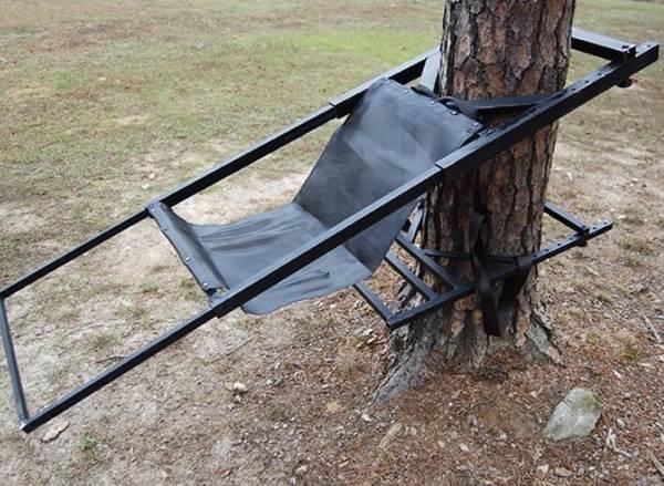 Photo Tree lounge tree stand waccessories - $300 (FRENCHBURG)