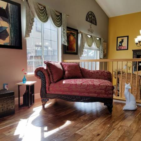Photo Victorian Style Chaise Lounge in Magenta, NEW - $350 (Ironton)