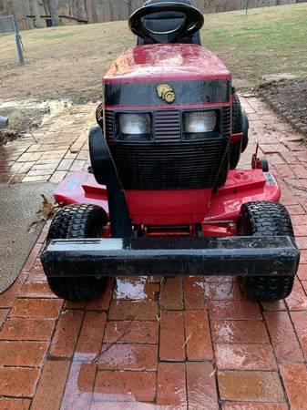 Photo Wheel Horse Garden Tractor 416-8 - $1195 (Ashland)