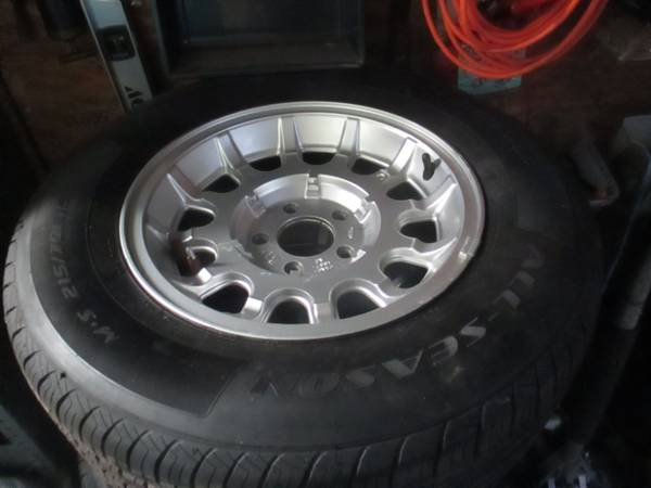 Photo ford wheels 4 no tires ranger and other - $125 (Wayne)