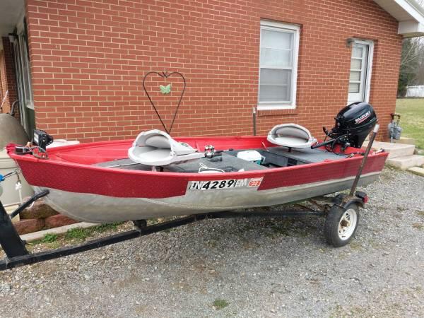 Photo 12 ft V-bottom with trailer and new motor - $4,500 (Taft)