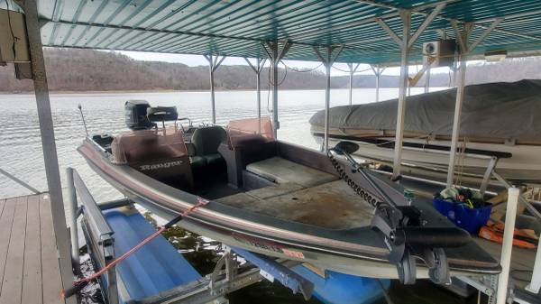 Photo 1986 Ranger 373V Bass Boat  150 HP Outboard Motor  Trailer Included - $3500 (Cullman, AL)