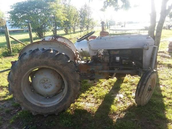 Photo 2000 series 1964 Ford Diesel Tractor - $2,300 (Harvest)