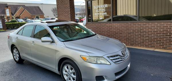 Photo 2011 Toyota Camry LE no accidents, Sunroof, Alloys, Power Dr. Seat - $6400 (HUNTSVILLE)