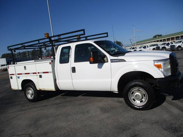 Photo 2012 Ford F350 XL Extended Cab 4wd Utility Bed - $16,900 (Mid TN)