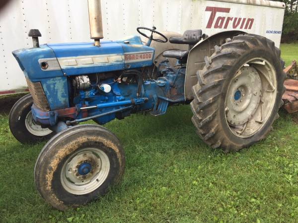 Photo 4000 ford tractor - $5000 (Belvedere Tennessee)
