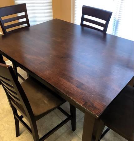 Photo 5-piece Kitchen Table  Chairs - $150 (Huntsville)