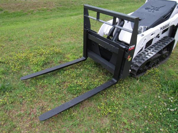 Photo Bobcat MT 453 S70 Mini Skid Steer - New 42quot Pallet Forks Attachment - $449 (BROWNSBORO)