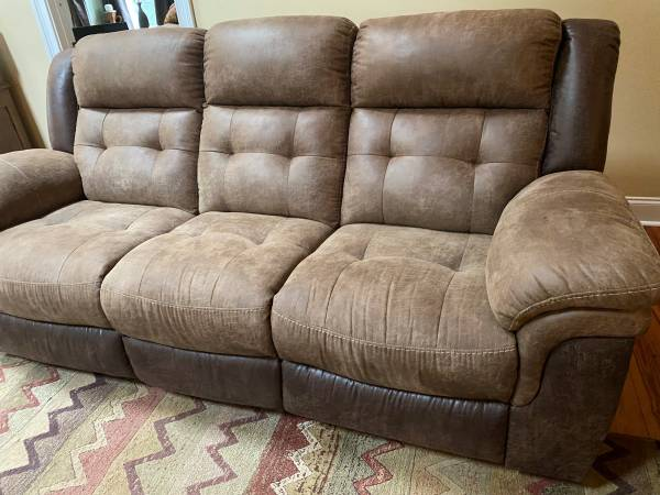 Photo Couch two tone - $220 (Athens)