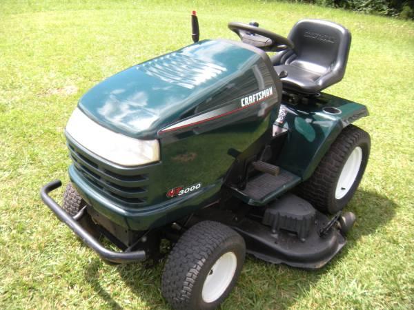 Photo Craftsman lawn tractor - $1,200 (jacksonville)