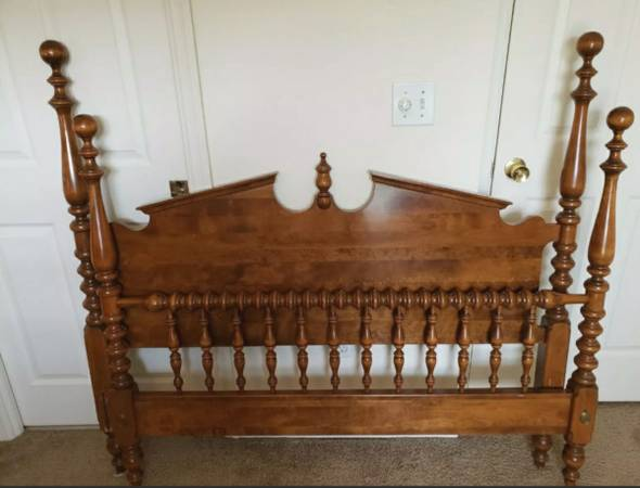 Photo Ethan Allen Heirloom Bed Frame Tall Poster Bed, Full Double Size, Maple Color - $650 (Huntsville)