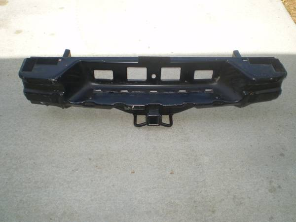 Photo FACTORY CHEVY TRAILBLAZER HITCH - $35 (Hartselle)