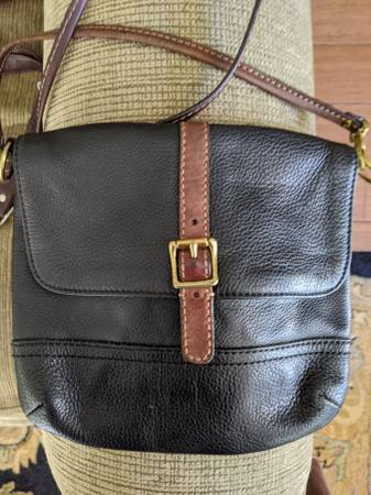 Photo Fossil Leather purse - $15 (Harvest)